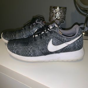 Grey pattern Nike Roshe One